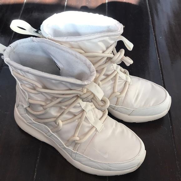 d18e5e804 Nike Tanjun High Rise. M 5c38ba17c89e1d7c61eb5a16